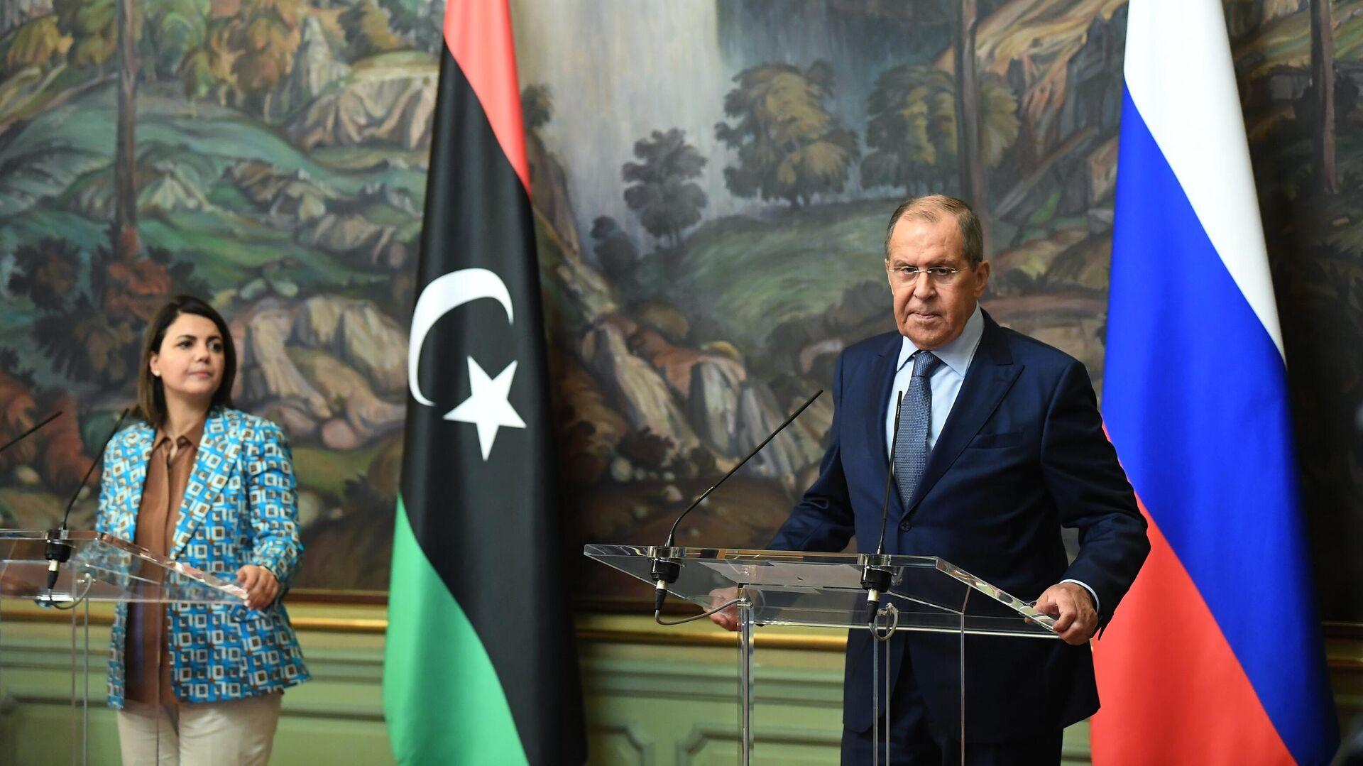 El canciller ruso, Serguéi Lavrov, se reúne con la canciller del Gobierno de Unidad Nacional de Libia, Najla Mangush, en Moscú  - Sputnik Mundo, 1920, 19.08.2021