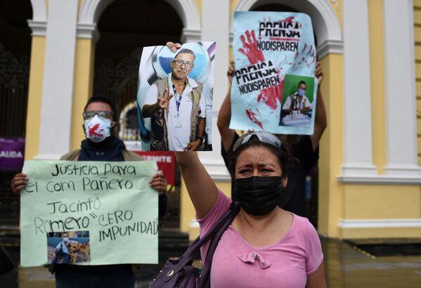 Desconocidos asesinaron a tiros en la mañana del jueves 19 de agosto al periodista radial Jacinto Romero. Las manifestaciones en contra de este crimen han tomado las calles de México. - Sputnik Mundo