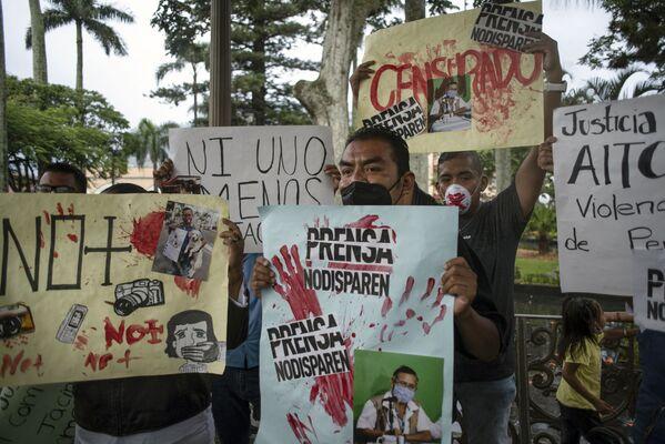 Participantes en una marcha por el asesinato del periodista Jacinto Romero en Orizaba, Veracruz. - Sputnik Mundo