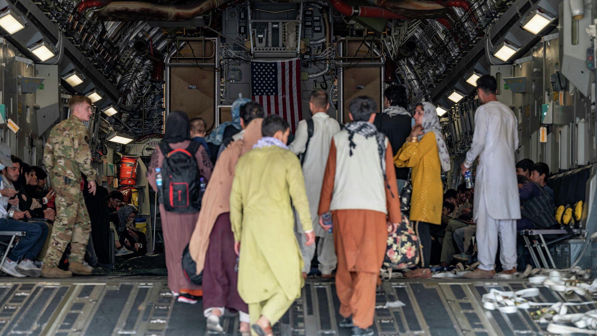 Evacuación en el aeropuerto internacional Hamid Karzai, en Afganistán - Sputnik Mundo, 1920, 21.08.2021