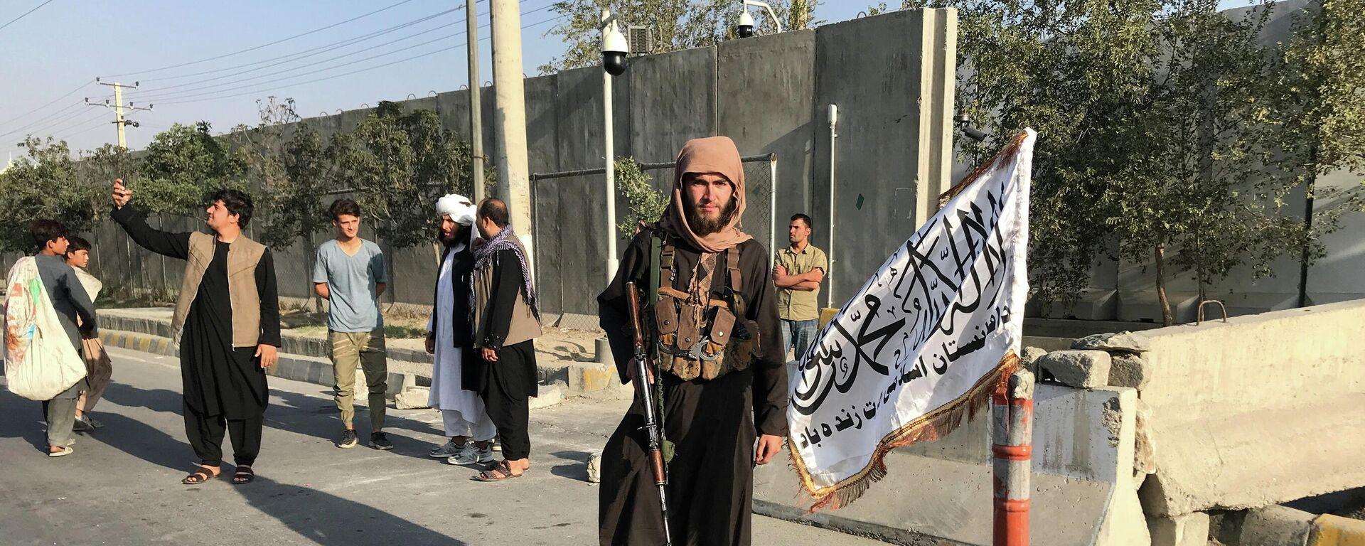 Talibanes en Kabul, Afganistán - Sputnik Mundo, 1920, 07.09.2021