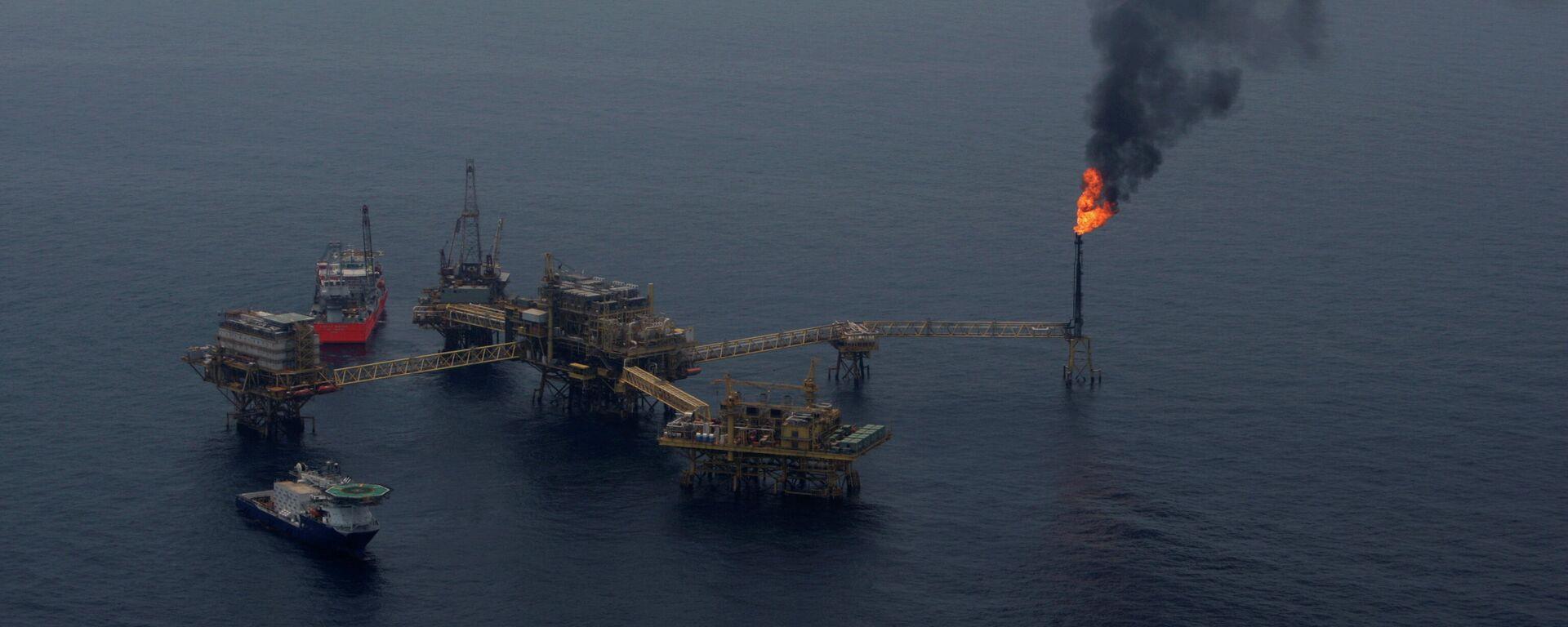 La plataforma marina de Petróleos Mexicanos (Pemex) del yacimiento petrolero Ku Maloob Zaap (archivo) - Sputnik Mundo, 1920, 23.08.2021