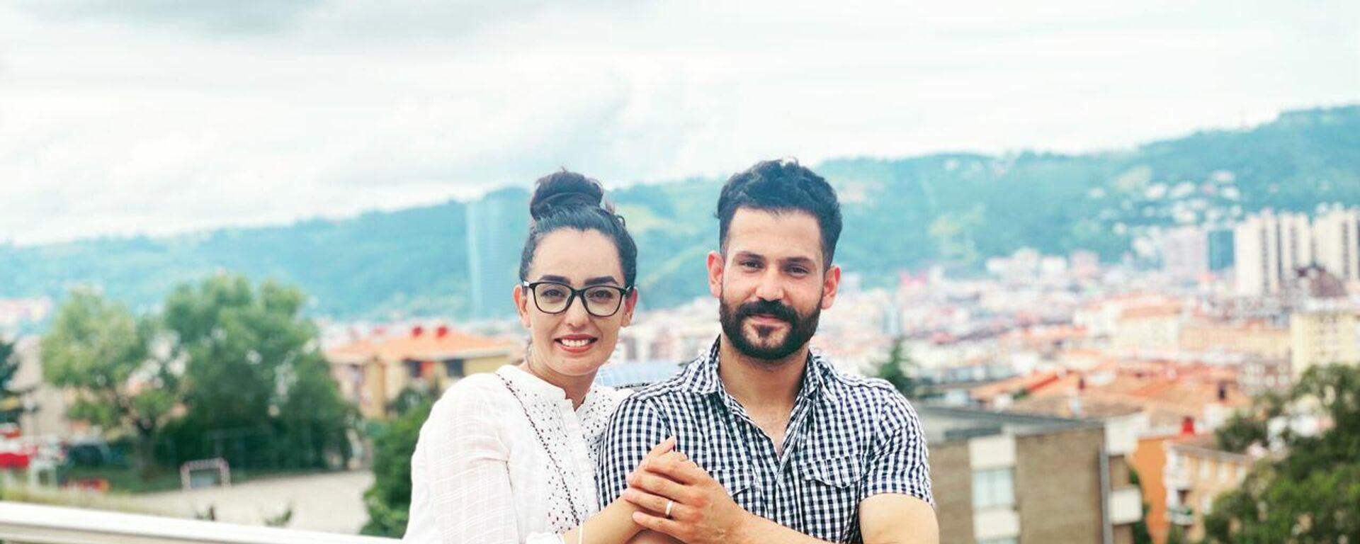 Nilofar Bayat, la capitana del equipo paralímpico de baloncesto de Afaganistán, junto a su mariido Ramish en Bilbao - Sputnik Mundo, 1920, 23.08.2021
