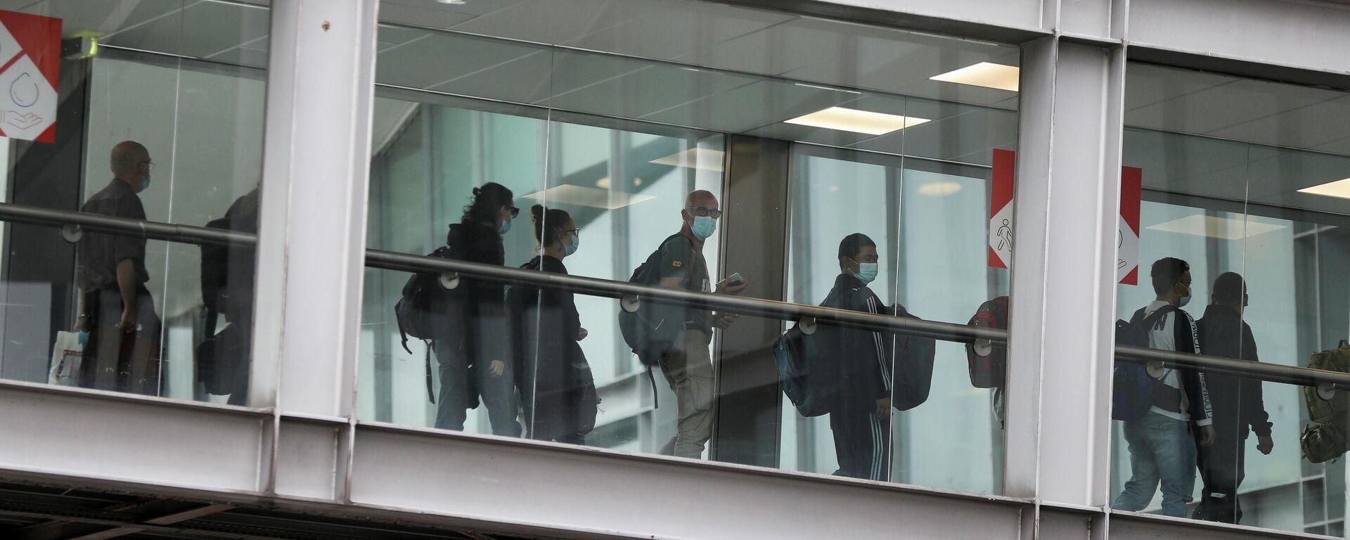 Las personas evacuadas de Afganistán llegan al aeropuerto Roissy Charles-de-Gaulle, París, Francia, el 17 de agosto de 2021 - Sputnik Mundo, 1920, 25.08.2021