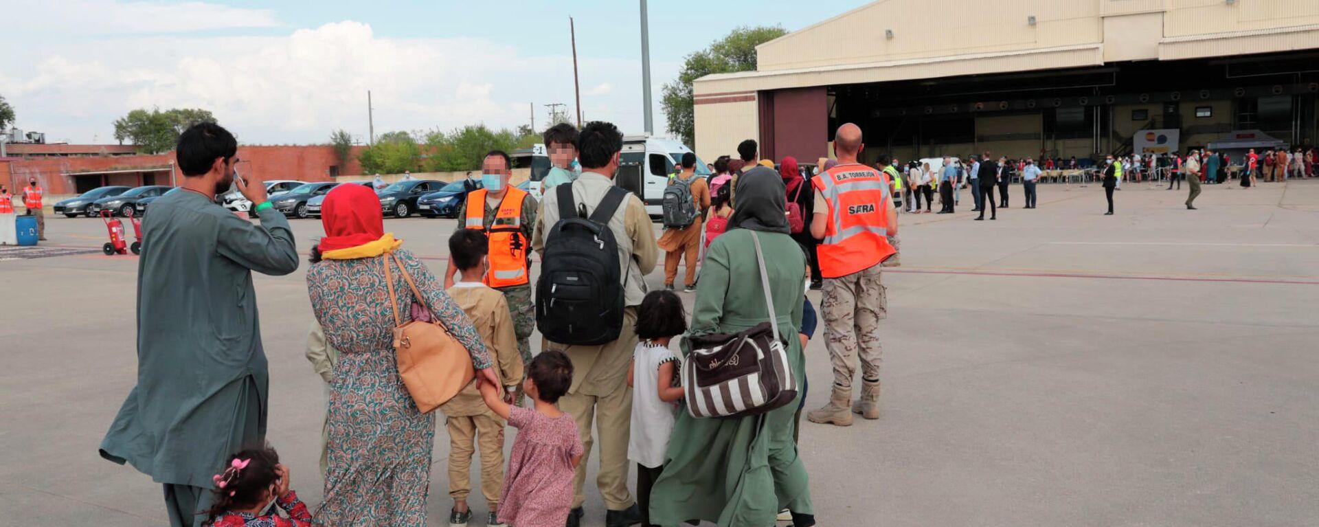Un total de 292 personas evacuadas desde Afganistán llegan a la Base Aérea de Torrejón, a 25 de agosto de 2021, en Torrejón de Ardoz, Madrid (España) - Sputnik Mundo, 1920, 25.08.2021
