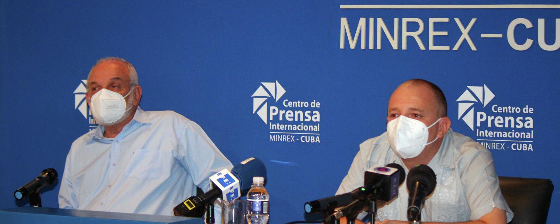 Humberto Fabián Suárez y Onelio Castillo, miembros del grupo de trabajo para la creación del Instituto de Información y Comunicación Social, de Cuba - Sputnik Mundo, 1920, 26.08.2021