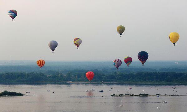 Participantes del festival de globos aerostáticos Privolzhskaya Fiesta (Fiesta del Volga), en el marco de la celebración del 800 aniversario de Nizhni Nóvgorod. - Sputnik Mundo