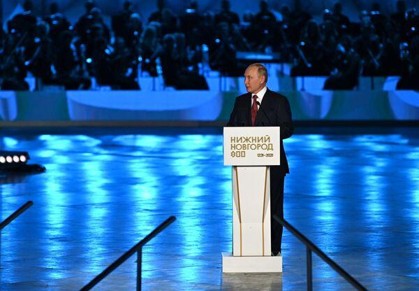 Vladímir Putin, presidente de Rusia, abre el concierto de gala, en el marco de la celebración del 800 aniversario de Nizhni Nóvgorod. - Sputnik Mundo