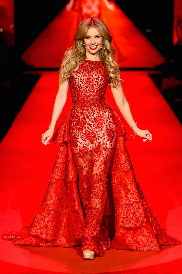 Protagonizó su primer anuncio publicitario cuando apenas tenía un año. En la foto: Thalía en un desfile de Macy's celebrado en Nueva York. - Sputnik Mundo