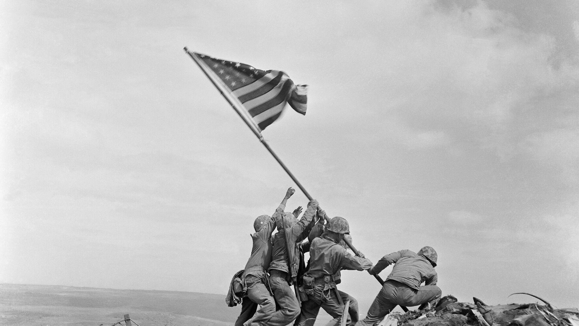 Izado de la bandera de Estados Unidos en Iwo Jima - Sputnik Mundo, 1920, 26.08.2021