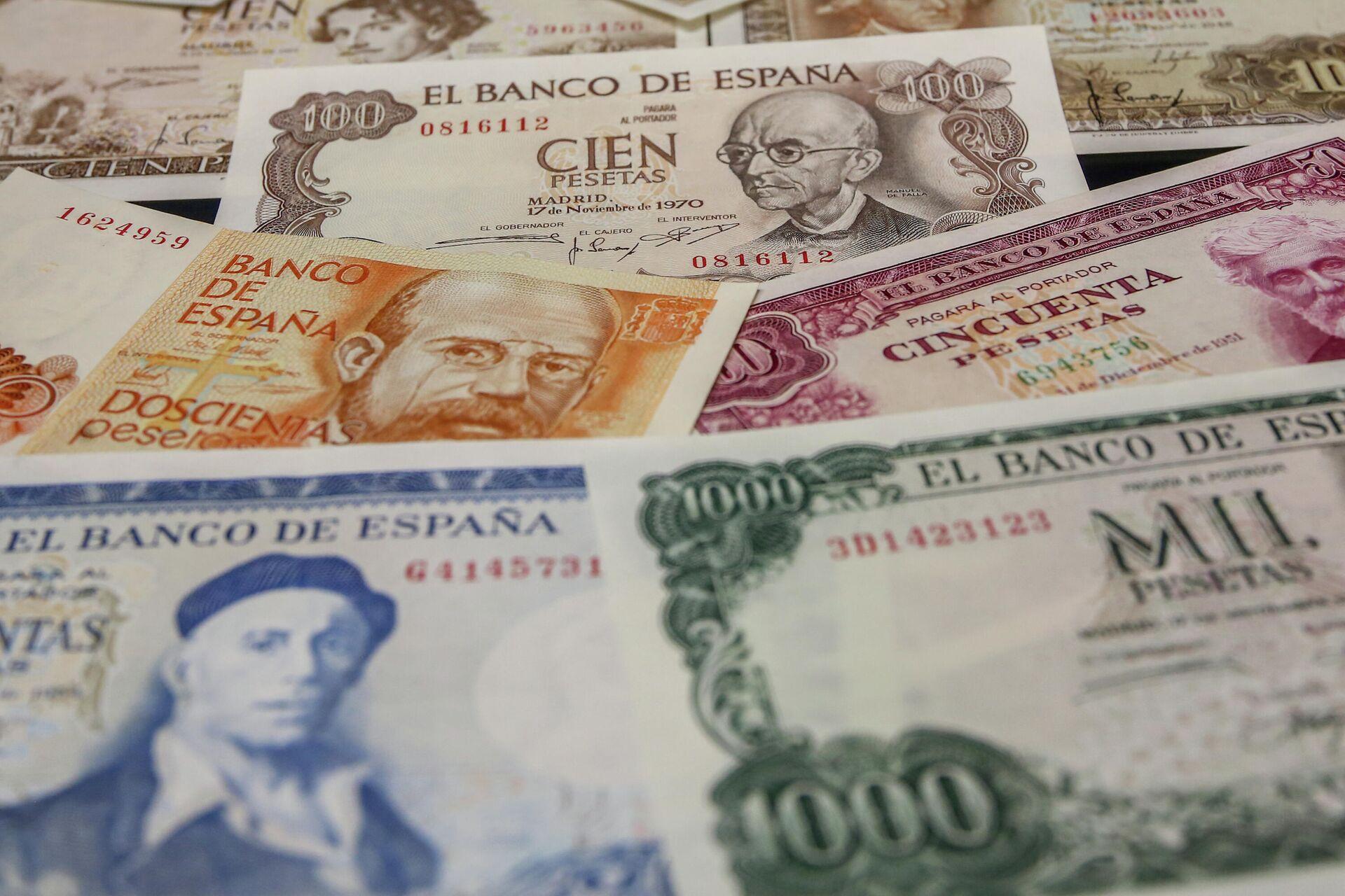 Varios billetes de las antiguas pesetas - Sputnik Mundo, 1920, 26.08.2021