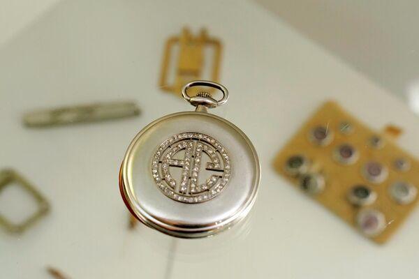 El reloj de bolsillo con incrustaciones de diamantes de Al Capone - Sputnik Mundo