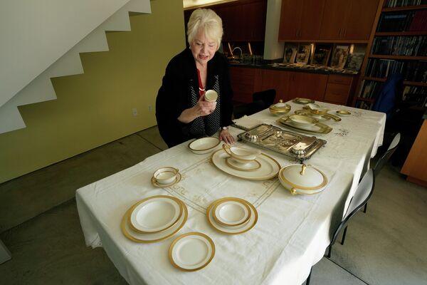Piezas de porcelana fina con bordes de oro de Al Capone - Sputnik Mundo