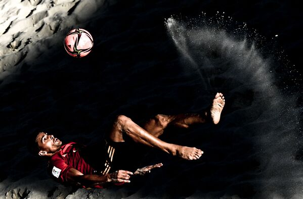 Un jugador del equipo español de fútbol playa durante el campeonato mundial en Moscú (Rusia). - Sputnik Mundo