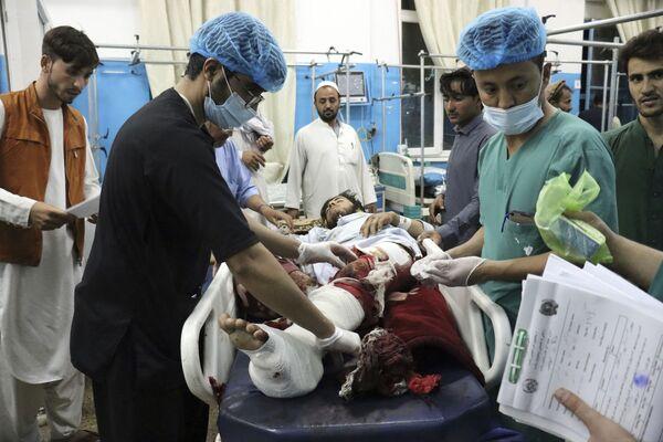 De las 103 personas muertas en los atentados con bombas cerca del aeropuerto de Kabul, al menos 28 eran talibanes, informó Reuters, citando a un portavoz de la organización proscrita en Rusia. Los propios talibanes condenaron enérgicamente el incidente y prometieron llevar a los responsables ante la justicia. - Sputnik Mundo