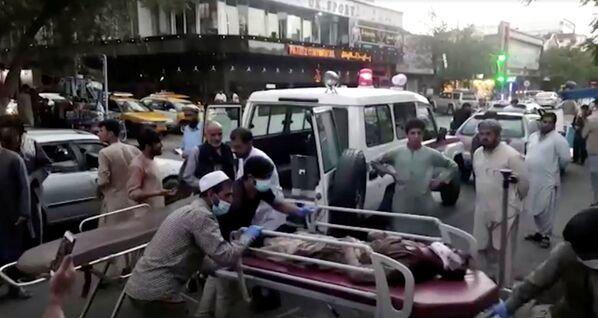 El segundo atentado fue también producto de un atacante suicida que hizo estallar un automóvil cerca del Hotel Baron, donde solían refugiarse las delegaciones británicas y estadounidenses. De acuerdo con algunas fuentes, tras la explosición comenzó un tiroteo. - Sputnik Mundo