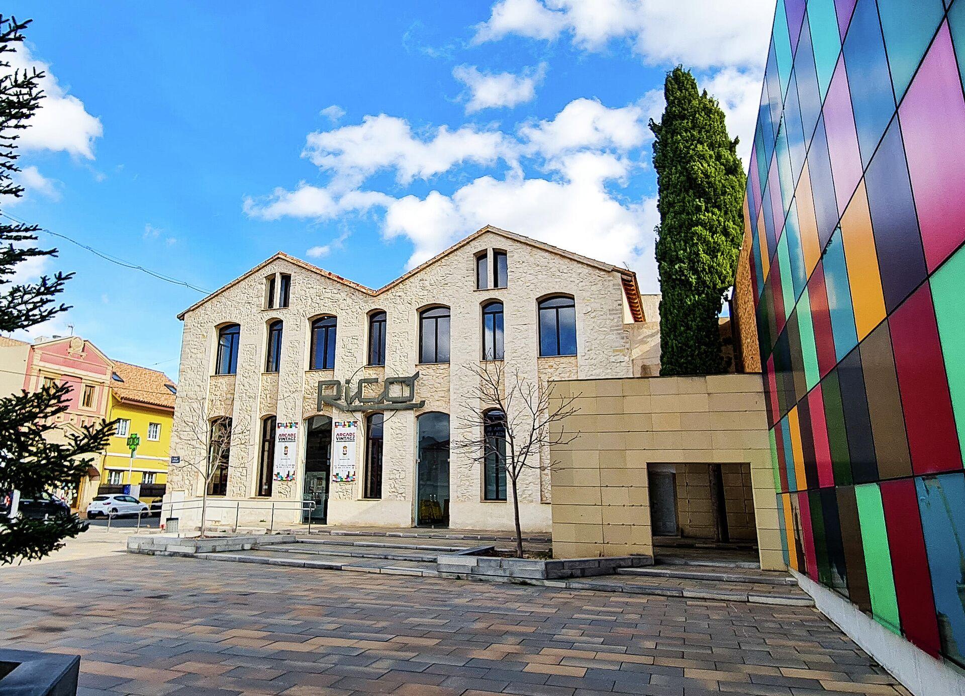 Edificio de la antigua fábrica de juguetes que alberga ahora el Arcade Vintage, museo del videojuego en la localidad alicantina de Ibi, en España - Sputnik Mundo, 1920, 30.08.2021