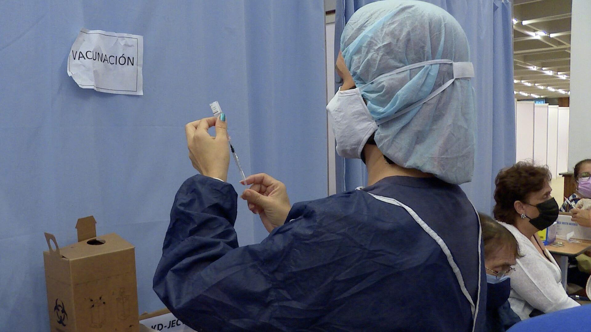 Alrededor de 7.000 personas se vacunan diariamente en el Hotel Sanitario Alba Caracas, en la capital de Venezuela - Sputnik Mundo, 1920, 01.09.2021