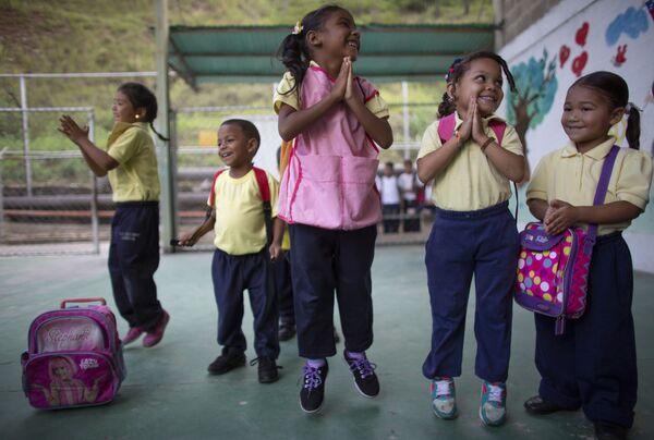 Alumnos de una escuela primaria en Caracas, Venezuela. - Sputnik Mundo
