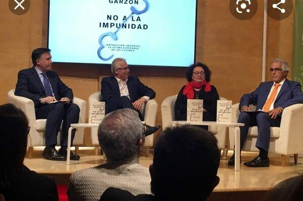 María Bueno en conferencia junto a Baltasar Garzón - Sputnik Mundo