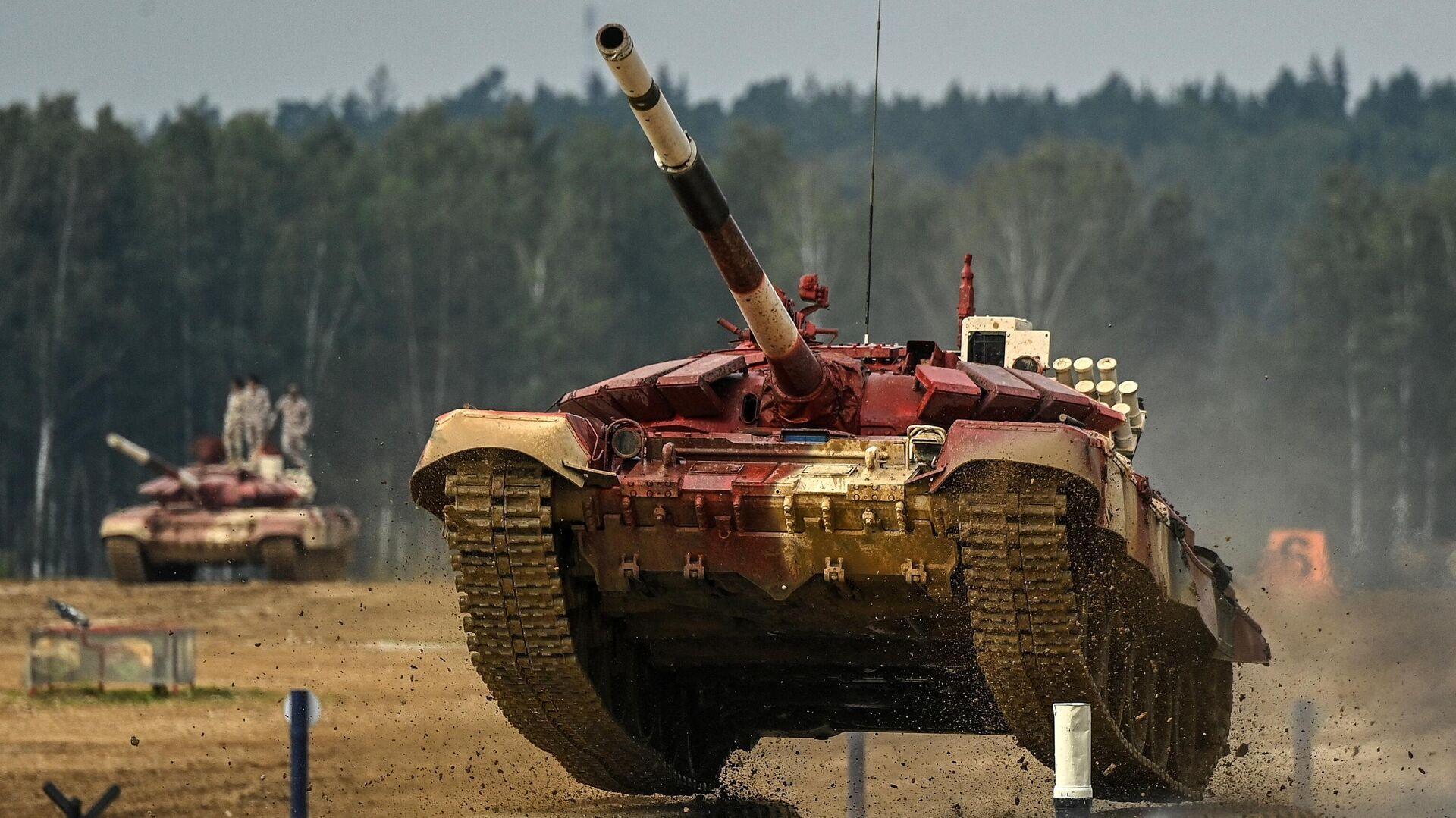 El tanque T-72B3 del equipo de Catar en el Biatlón de Tanques en los Juegos Militares Internacionales Army 2021 - Sputnik Mundo, 1920, 04.09.2021
