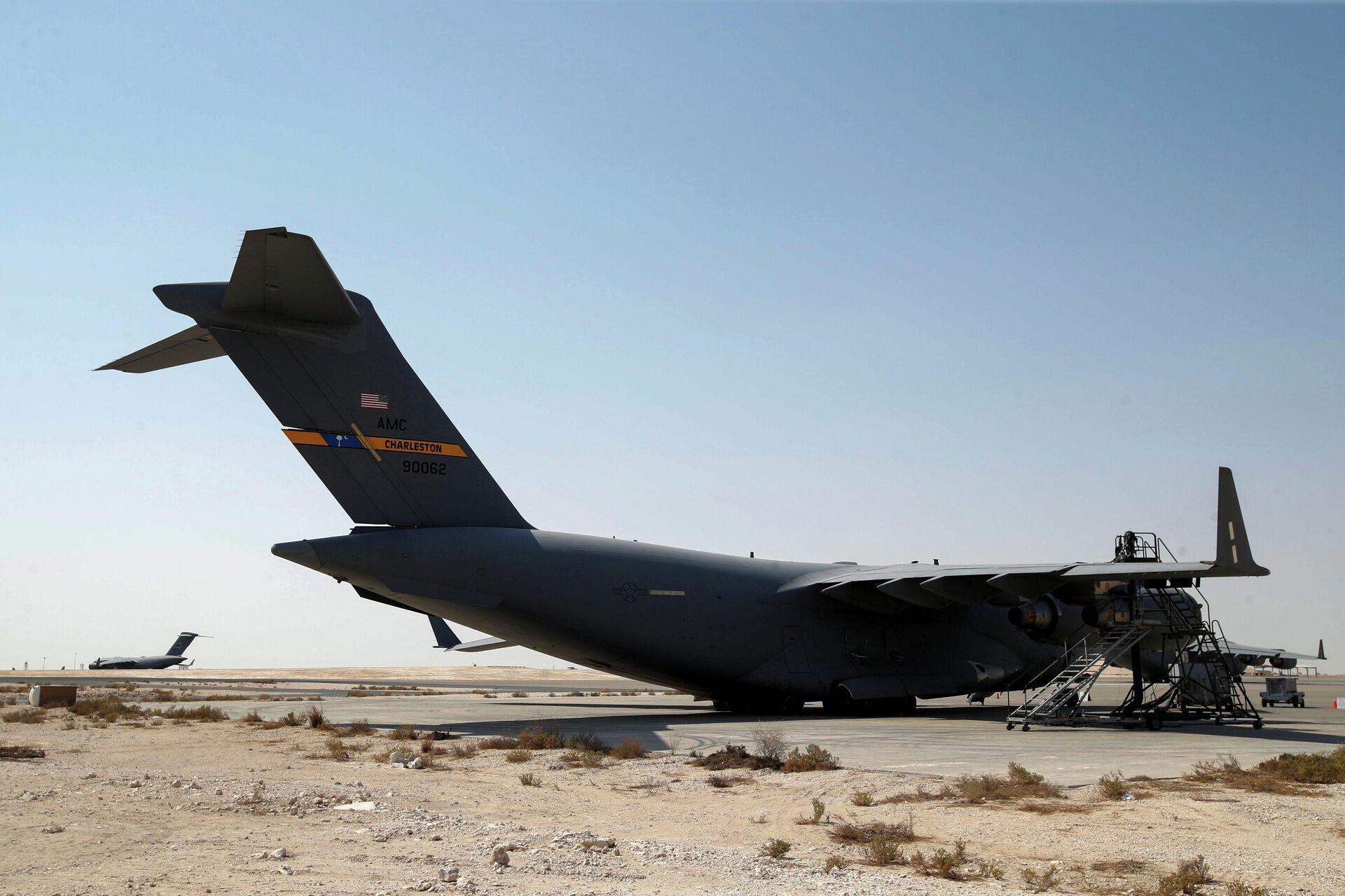 Aviones de la Fuerza Aérea de EEUU, que se utilizaron para evacuar a personas de Afganistán, en la base aérea de Al Udeid en Doha, Catar, el 4 de septiembre de 2021 - Sputnik Mundo, 1920, 04.09.2021