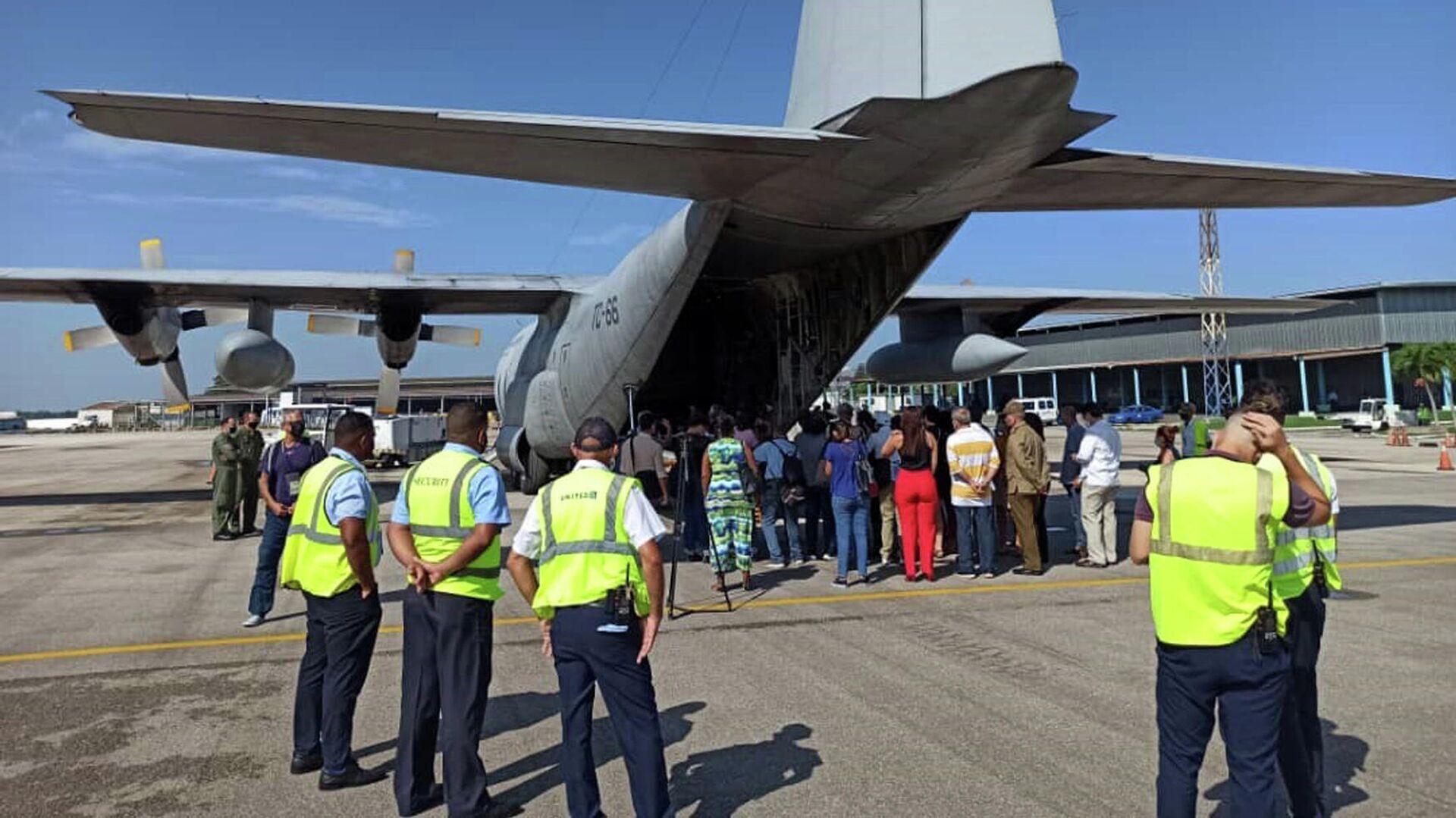 Avión argentino llega a Cuba con ayuda humanitaria para enfrentar pandemia de COVID-19 - Sputnik Mundo, 1920, 05.09.2021