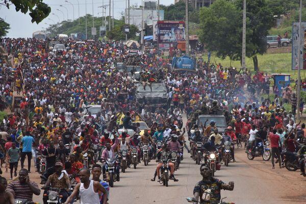 Alrededor de las 8 de la mañana, hora local, del 5 de septiembre estallóun intenso tiroteo en el centro de la capital,Conakri. Varios convoyes de vehículos con soldados entraron en la ciudad. - Sputnik Mundo