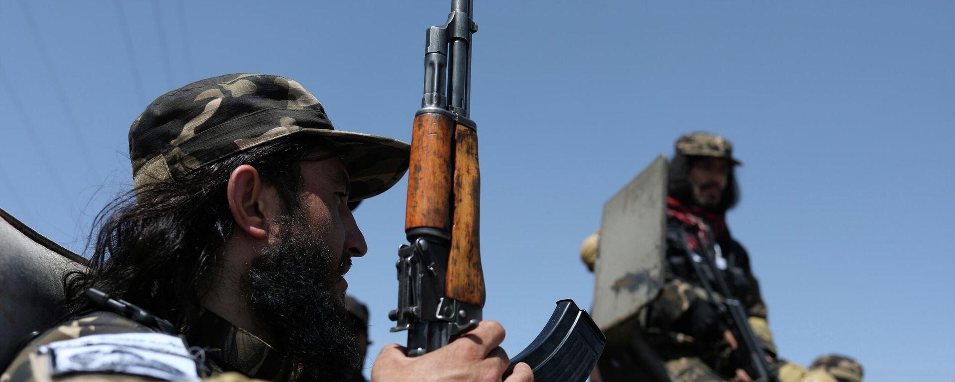 Miembros de las Fuerzas Especiales de Inteligencia de los talibanes vigilan el aeródromo militar de Kabul - Sputnik Mundo, 1920, 06.09.2021