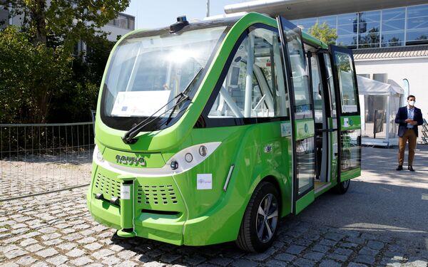 Un autobús Navya se expuso al aire libre durante la ceremonia de inauguración de la IAA 2021 en Múnich. - Sputnik Mundo