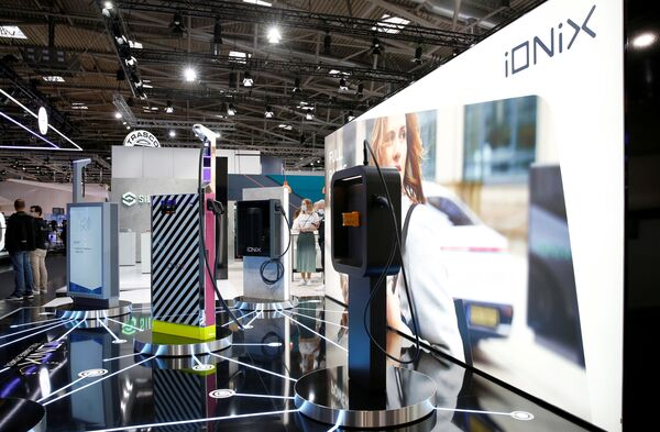 Las estaciones de carga iONiX en el Salón de Múnich 2021. - Sputnik Mundo