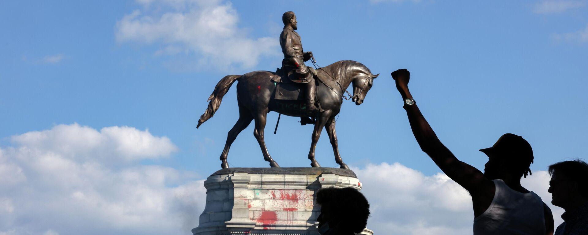 La estatua del general confederado Robert E. Lee en Virginia, EEUU - Sputnik Mundo, 1920, 08.09.2021