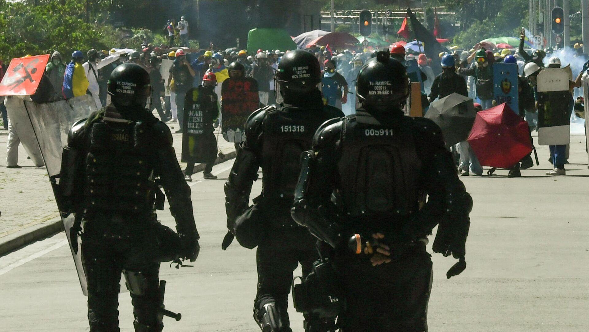 Policía antidisturbios en Bogotá, Colombia - Sputnik Mundo, 1920, 09.09.2021