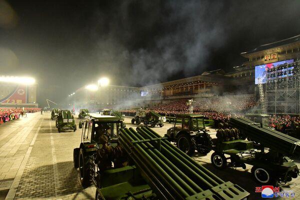 Un oficial militar, que habló bajo condición de anonimato, dijo a la agencia de noticias surcoreana Yonhap que el desfile se llevó a cabo en una escala menor que los anteriores celebrados en enero de 2021 y octubre de 2020. - Sputnik Mundo
