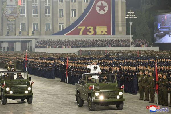 El Ejército surcoreano sospechaba que se llevaba a cabo la preparación del desfile, ya que a principios de septiembre, unos 10.000 militares fueron vistos en Pyongyang, lo que podría indicar un evento próximo. - Sputnik Mundo