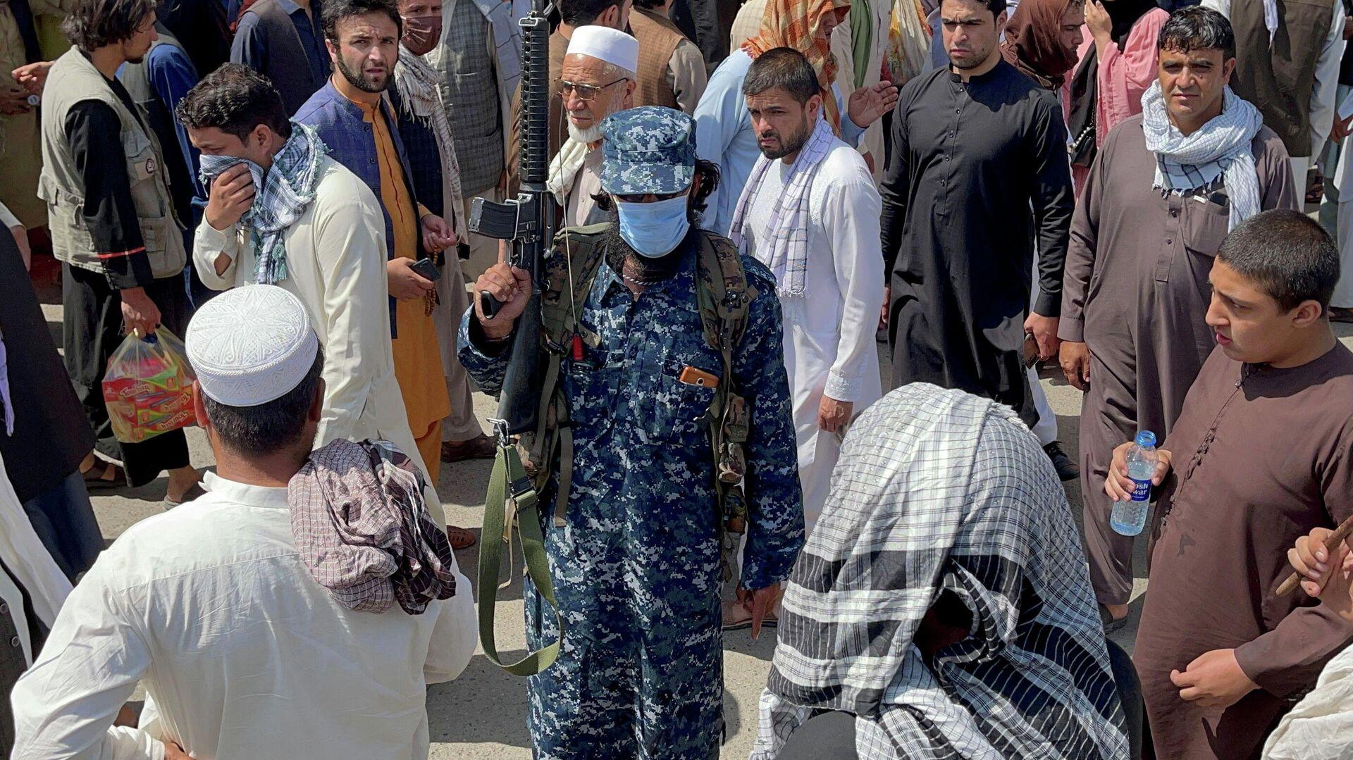 Un miembro de las fuerzas de seguridad talibanes hace la guardia en Kabul, Afganistán, 4 de septiembre de 2021 - Sputnik Mundo, 1920, 10.09.2021