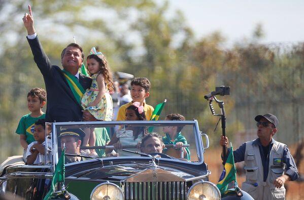El presidente de Brasil, Jair Bolsonaro, en la ceremonia del Día de la Independencia. - Sputnik Mundo