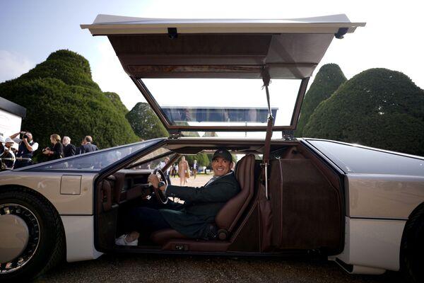 El primer propietario de este vehículo único fue un príncipe saudí que lo compró por unos 180.000 dólares. En aquella época, costaba cinco veces más que cualquier otro auto de la marca británica.En la foto: el dueño actual del auto, el empresario y emprendedor estadounidense Phillip Sarofim.    - Sputnik Mundo