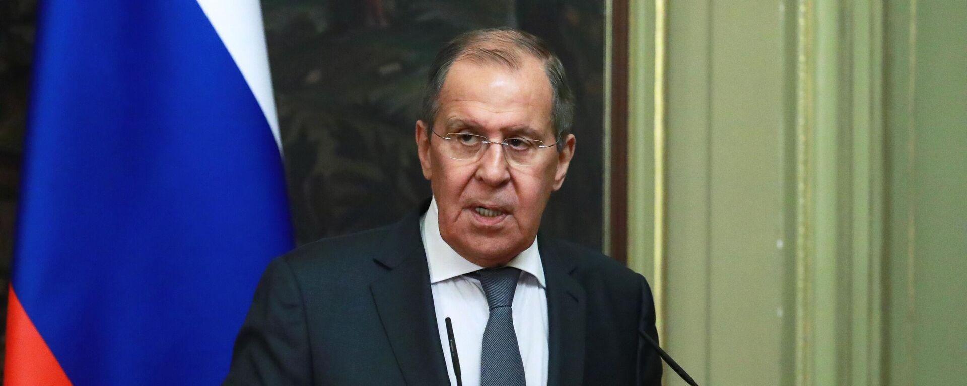 El ministro de Exteriores ruso, Serguéi Lavrov, durante una rueda de prensa tras reunirse con su homólogo de Catar, Mohamed bin Abdulrahman Thani - Sputnik Mundo, 1920, 11.09.2021