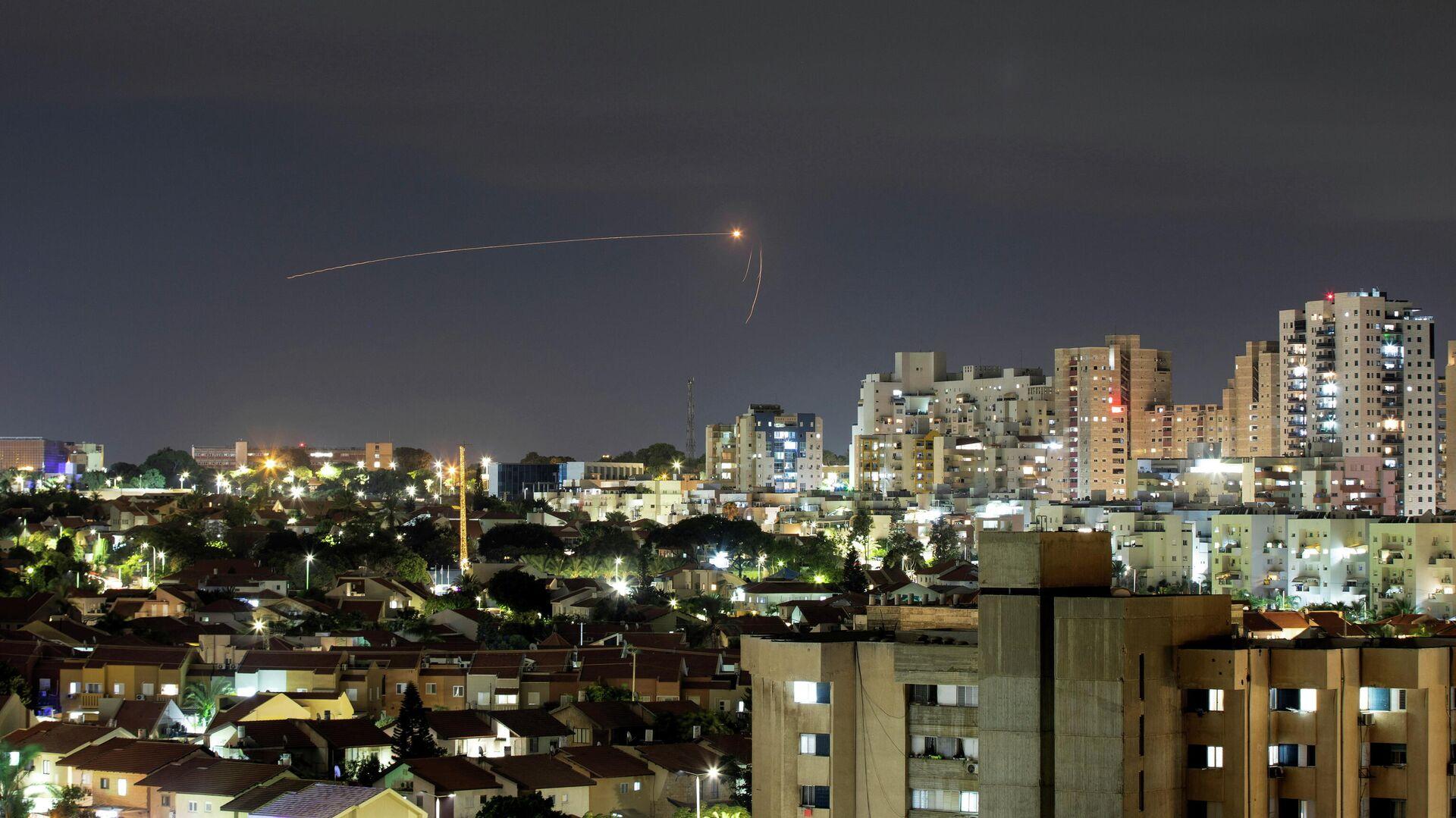 Un cohete lanzado contra Israel desde la Franja de Gaza, el 11 de septiembre de 2021 - Sputnik Mundo, 1920, 12.09.2021