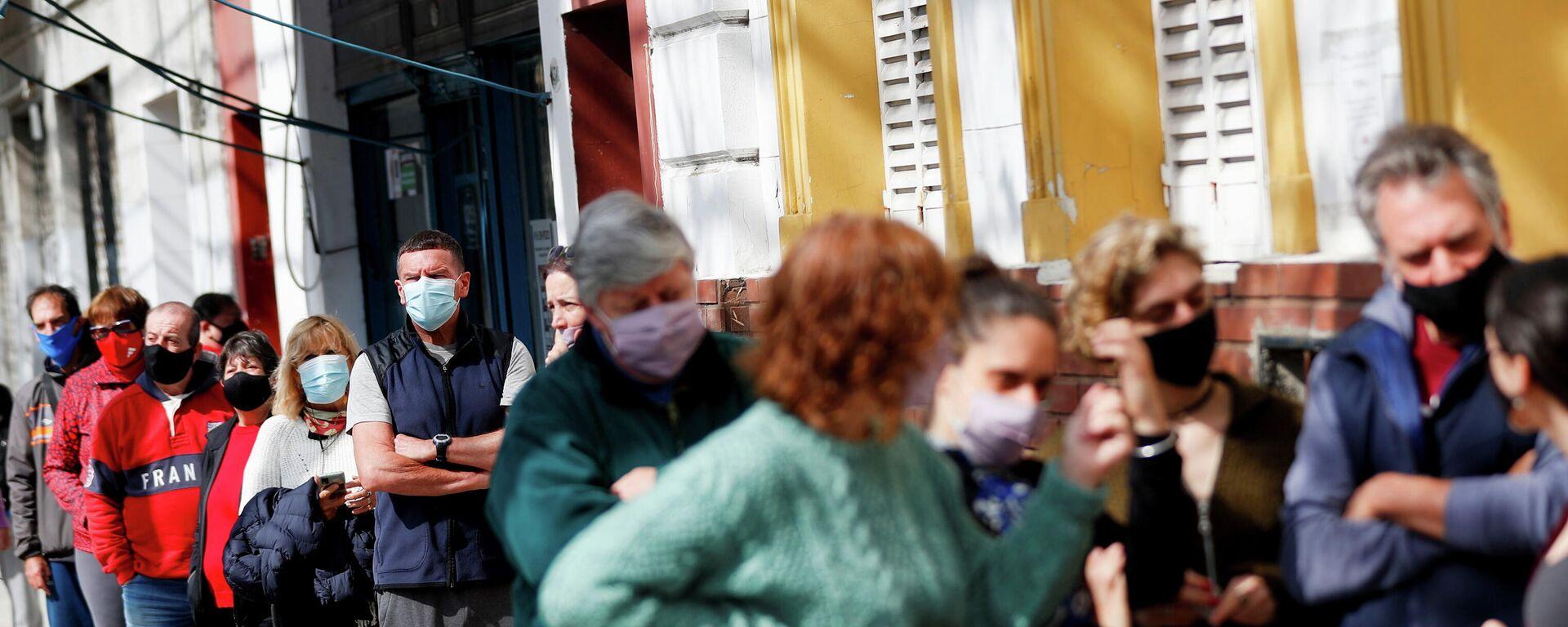 Argentinos votan en las elecciones legislativas primarias en Buenos Aires, el 12 de septiembre del 2021 - Sputnik Mundo, 1920, 12.09.2021