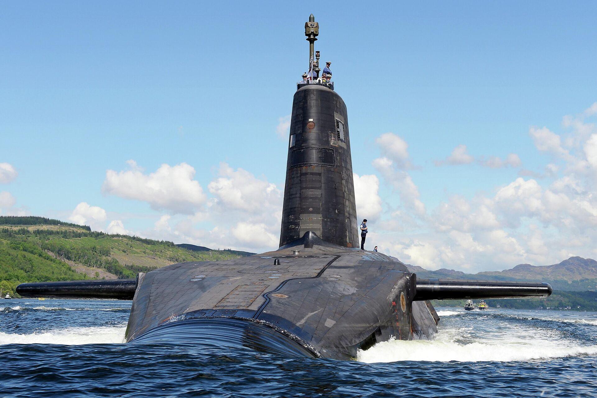 El submarino de la Marina Real británica HMS Victorious, uno de los portadores de misiles nucleares del Reino Unido - Sputnik Mundo, 1920, 13.09.2021