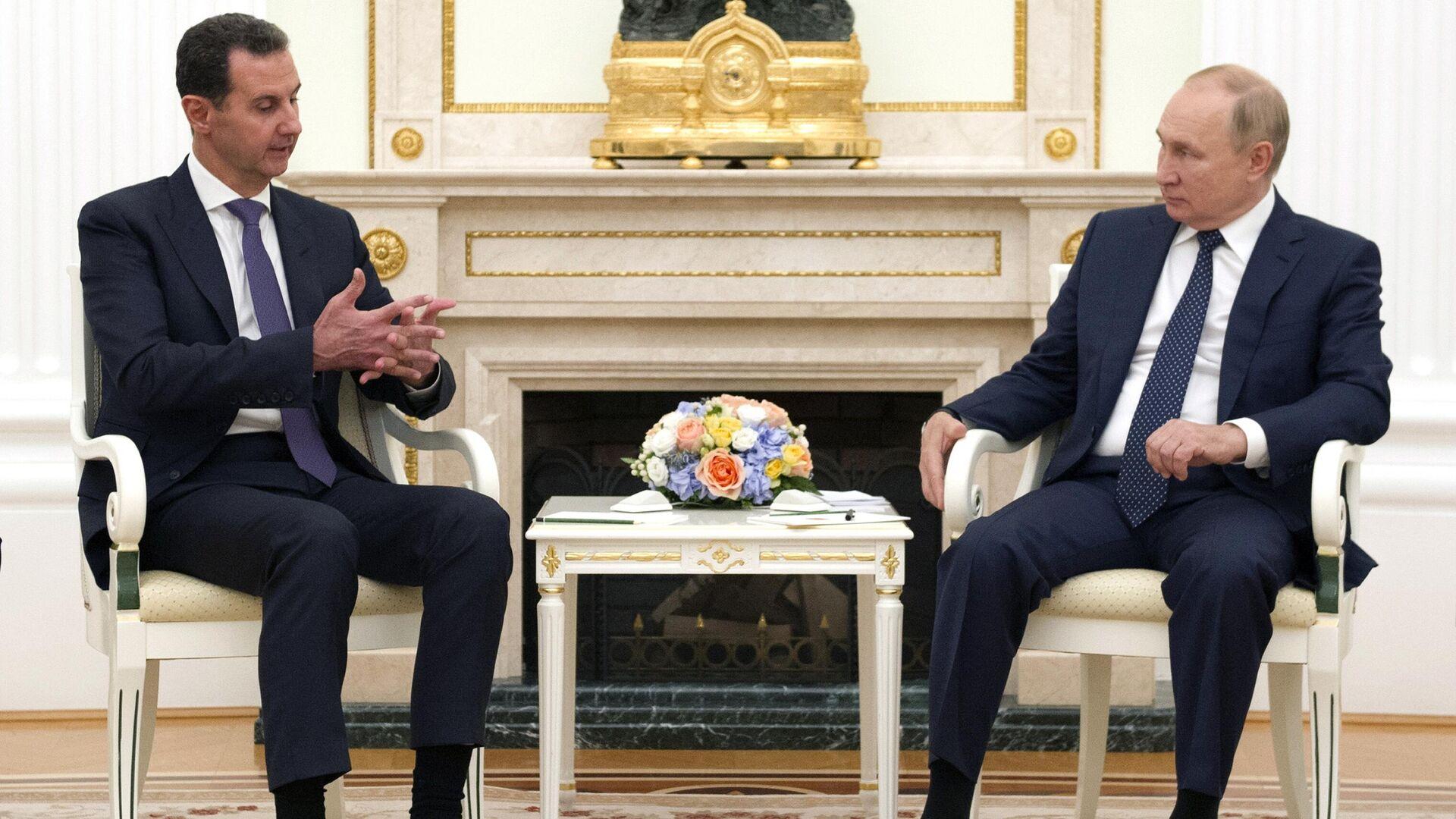 Bashar Asad, presidente de Siria, y Vladímir Putin, presidente de Rusia - Sputnik Mundo, 1920, 14.09.2021