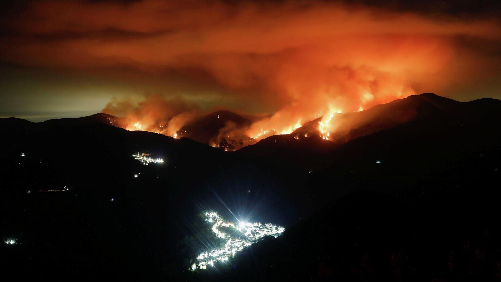 Incendios forestales en Sierra Bermeja, España - Sputnik Mundo, 1920, 14.09.2021