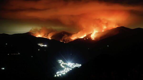 Incendios forestales en Sierra Bermeja, España - Sputnik Mundo