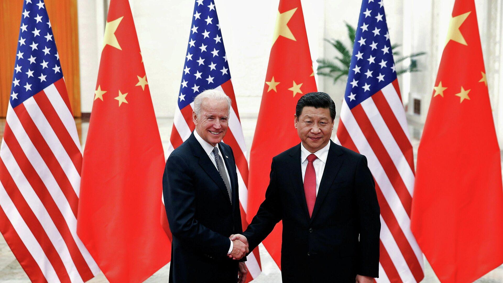 El presidente chino, Xi Jinping, junto al mandatario estadounidense Joe Biden - Sputnik Mundo, 1920, 15.09.2021