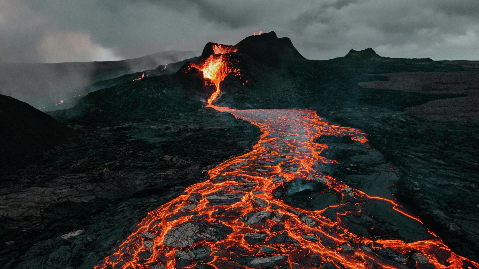 La erupción de un volcán - Sputnik Mundo, 1920, 15.09.2021