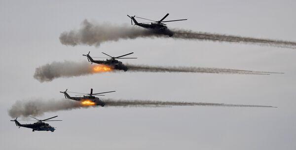 Varios helicópteros de ataque      Mi-24 durante las maniobras Zapad-2021 en la región rusa de Nizhni Nóvgorod. - Sputnik Mundo