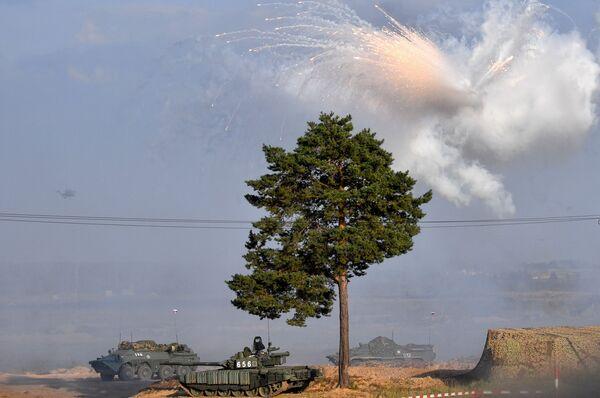 Uno de los objetivos de las      maniobras estratégicas era practicar nuevas tácticas y probar equipos prometedores en condiciones lo más parecidas al combate real. - Sputnik Mundo