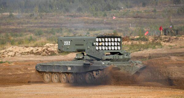 """El sistema de lanzallamas pesado TOS-1A """"Solntsepiok""""      muestra sus capacidades en las maniobras Zapad-2021. - Sputnik Mundo"""